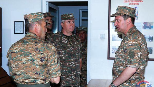 Командующий Армией обороны Карабаха Джалал Арутюнян посетил одну из воинских частей (29 июня 2020). Карабах - Sputnik Արմենիա
