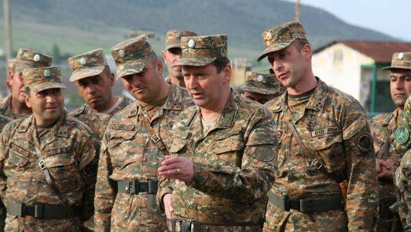 Главнокомандующий Армией Обороны Карабаха, генерал-лейтенант Джалал Арутюнян на передовой - Sputnik Արմենիա