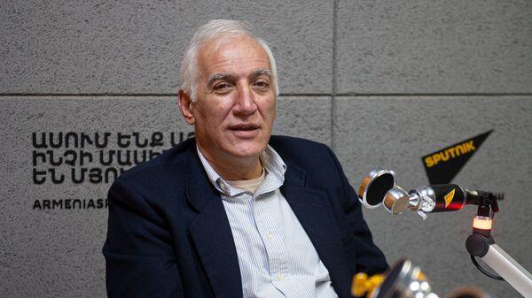 Ваагн Хачатрян (28 октября 2020). Еревaн - Sputnik Արմենիա