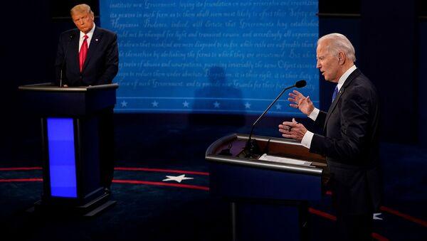 Кандидат в президенты США от Демократической партии Джо Байден и президент США Дональд Трамп принимают участие во второй президентской кампании 2020 года в дебатах в Университете Белмонт (22 октября 2020). Нэшвилль - Sputnik Արմենիա