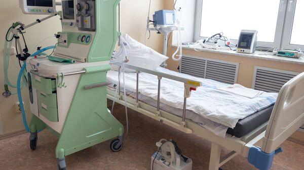 Палата интенсивной терапии для лечения больных коронавирусом в госпитале для ветеранов войн - Sputnik Армения