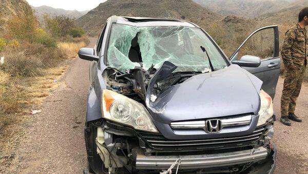 Ударный БПЛА упал на машину армянского священника, диакона Давида, но не взорвался (29 октября 2020). Тавуш - Sputnik Արմենիա