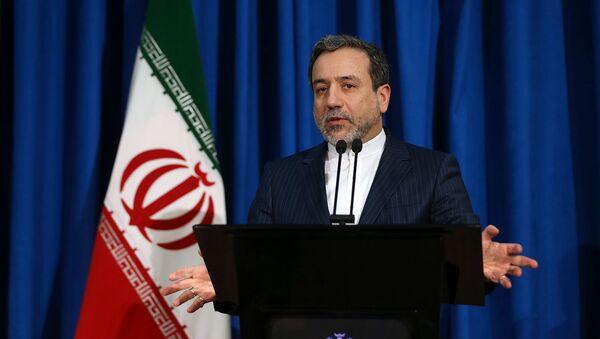 Заместитель министра иностранных дел Ирана Аббас Аракчи во время брифинга (15 января 2017). Тегеран - Sputnik Արմենիա