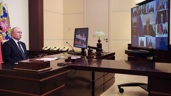 Президент России Владимир Путин проводит оперативное совещание с постоянными членами Совета безопасности РФ в режиме видеоконференции (30 октября 2020). Москвa - Sputnik Армения