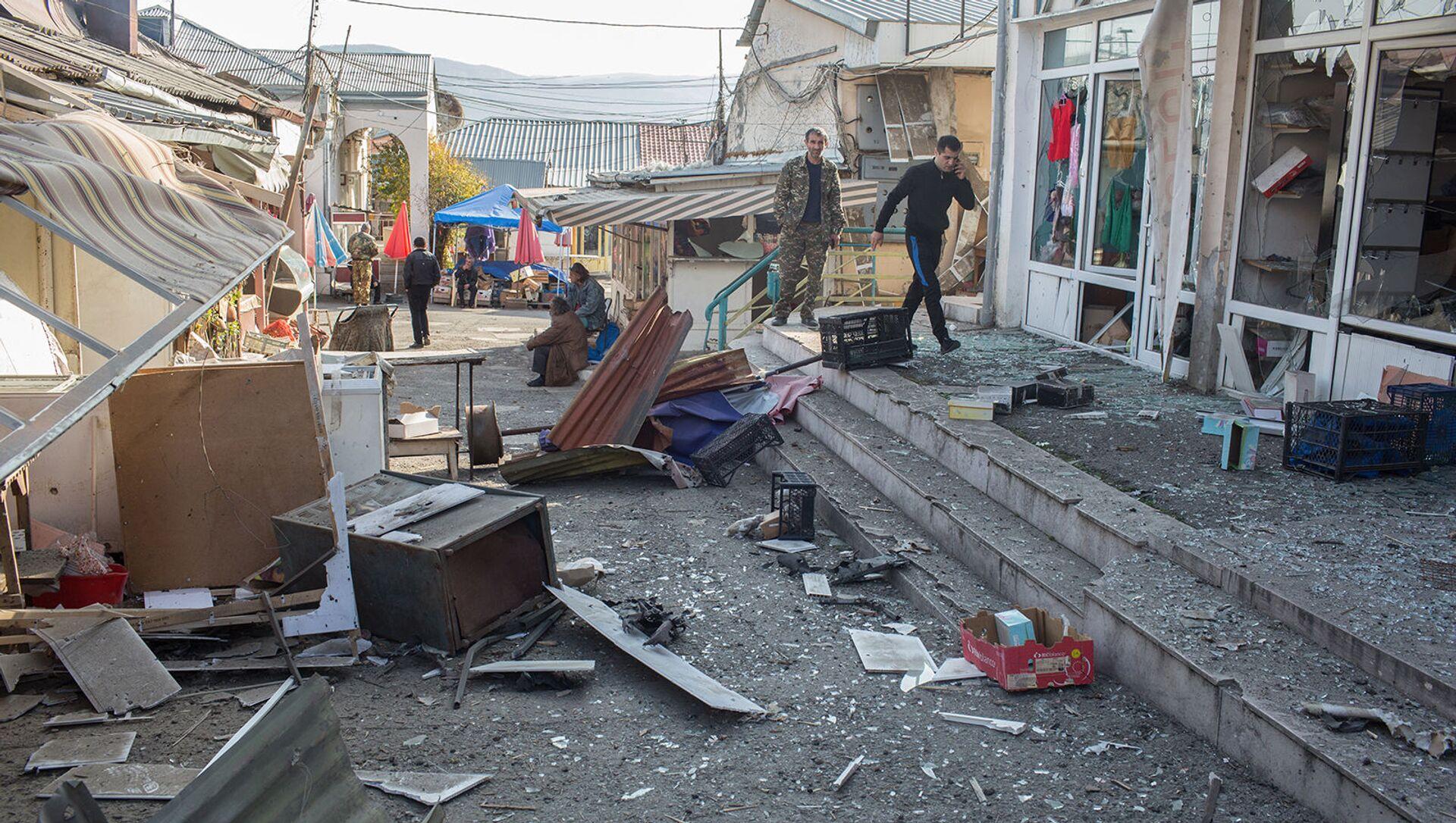 Последствия обстрела центрального рынка Степанакерта (31 октября 2020). Карабах - Sputnik Արմենիա, 1920, 26.08.2021