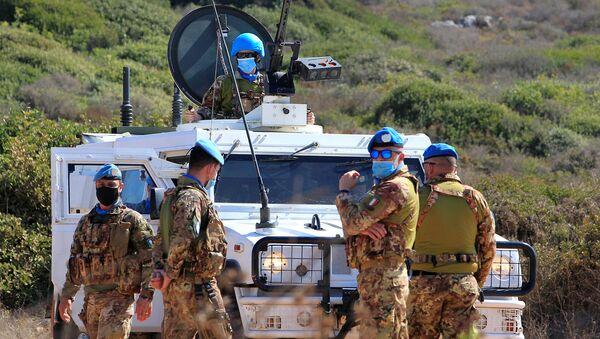 Миротворцы ООН возле автомобиля ООН недалеко от ливано-израильской границы (14 октября 2020). Южный Ливан - Sputnik Армения