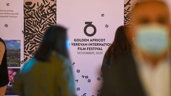 Выставка работ графических художников, дизайнеров из Армении, Карабаха и Диаспоры в рамках фестиваля Золотой абрикос (1 ноября 2020). Еревaн - Sputnik Արմենիա