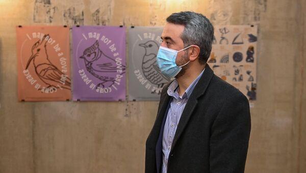 Замминистра ОНКС Ара Хзмалян на выставке работ графических художников, дизайнеров из Армении, Карабаха и Диаспоры в рамках фестиваля Золотой абрикос (1 ноября 2020). Еревaн - Sputnik Արմենիա