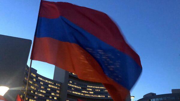 Акция армянской диаспоры Австрии в поддержку Карабаха перед Венским международным центром (1 ноября 2020). Вена - Sputnik Армения