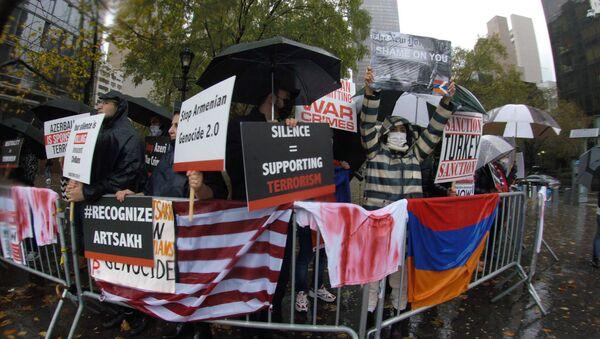 Армянские общины Австрии, Швейцарии и США одновременно провели «митинг молчания» у трех штаб-квартир ООН в Вене, Женеве и Нью-Йорке (2 ноября 2020). - Sputnik Արմենիա