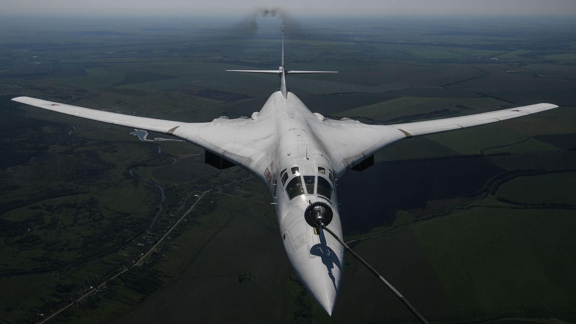 Стратегический бомбардировщик-ракетоносец Ту-160  - Sputnik Армения, 1920, 27.09.2021