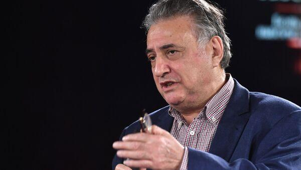 Семен Багдасаров во время всероссийского онлайн-марафона Ночь Выборов 2020  - Sputnik Армения