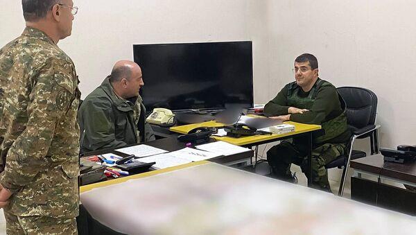 Президент Карабаха Араик Арутюнян встретился с военнослужащими в Шуши (5 ноября 2020). Карабах - Sputnik Արմենիա