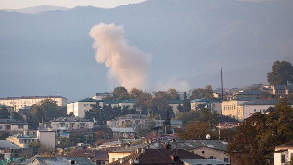 Дым от попадания снаряда в пригороде Степанакерта (29 октября 2020). Карабах - Sputnik Արմենիա