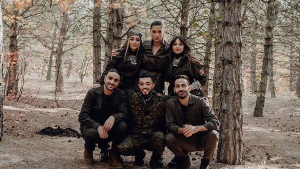 Звезды армянского шоу-бизнеса во время съемок видеоклипа про войну в Карабахе - Sputnik Արմենիա