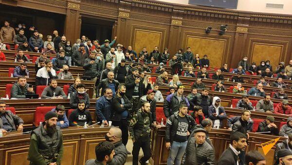Мятежная ночь в Ереване: хроника событий 10 ноября - Sputnik Армения