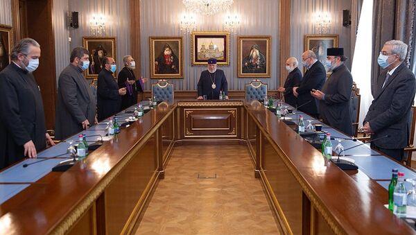 Собрание в Первопрестольном Святом Эчмиадзине под председательством Его Святейшества Гарегина II (10 ноября 2020). Эчмиадзин - Sputnik Արմենիա