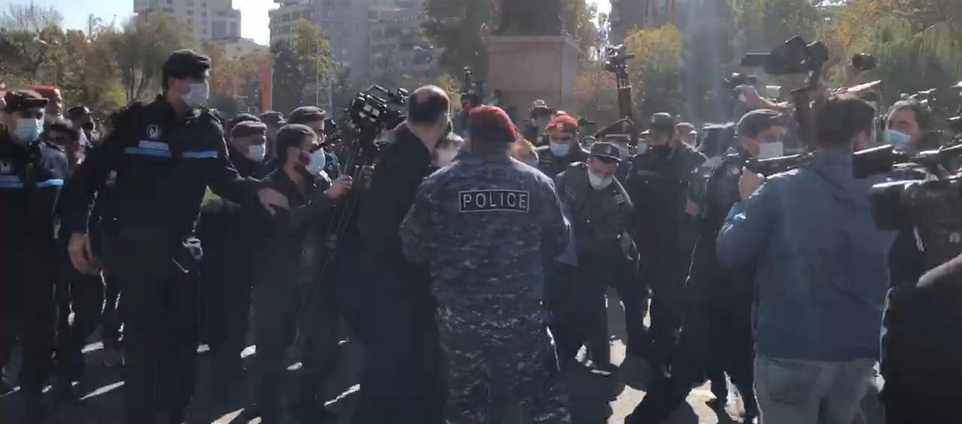 Задержание на площади Свобода (11 ноября 2020) - Sputnik Армения, 1920, 11.11.2020
