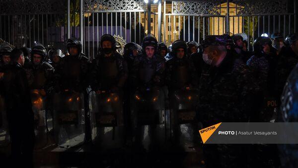 Ситуация на проспекте Баграмяна перед зданием Парламента Армении (11 ноября 2020). Еревaн - Sputnik Արմենիա