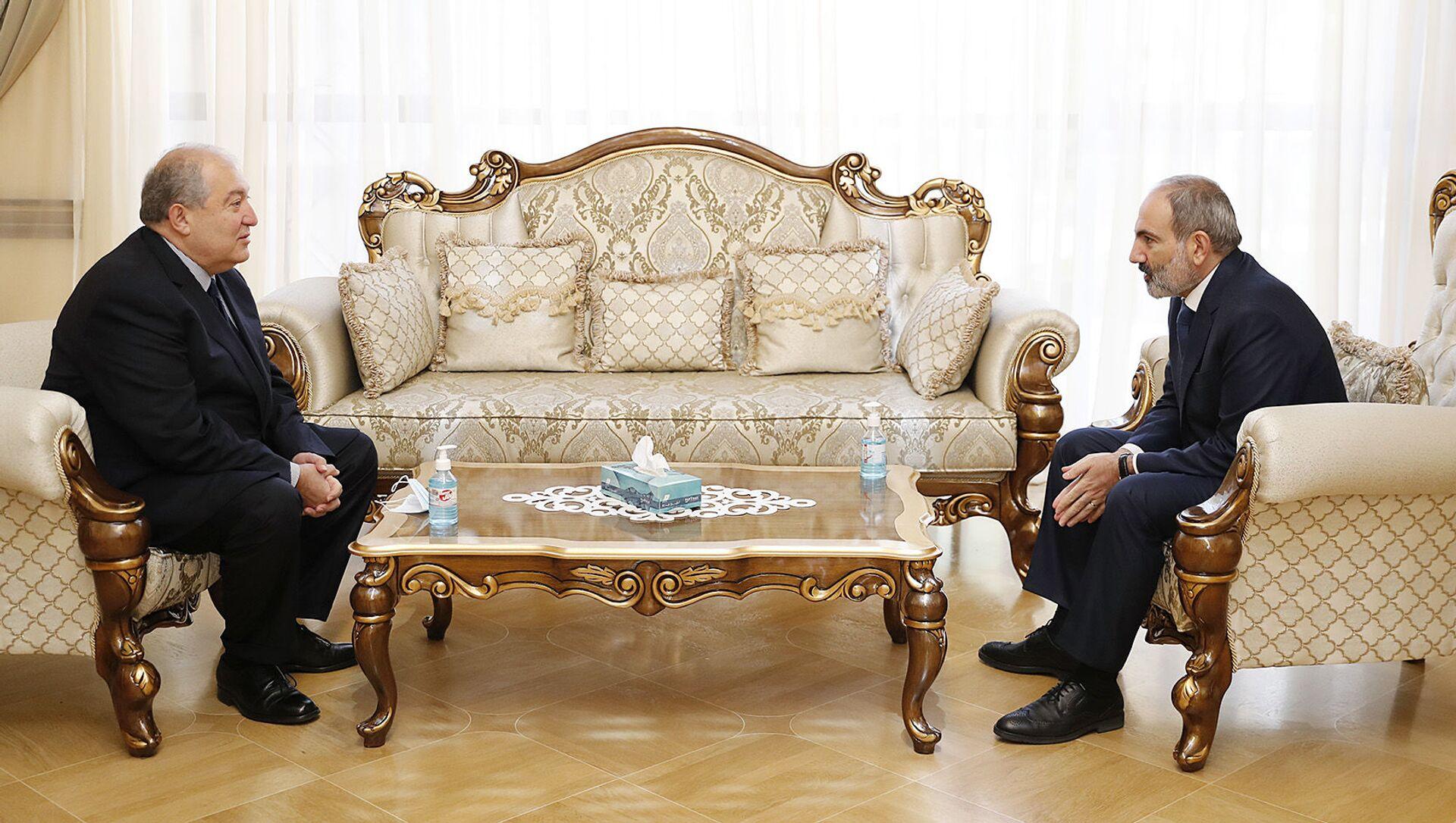 Встреча премьер-министра Никола Пашиняна и президента Армена Саркисяна (12 ноября 2020). Еревaн - Sputnik Արմենիա, 1920, 02.08.2021