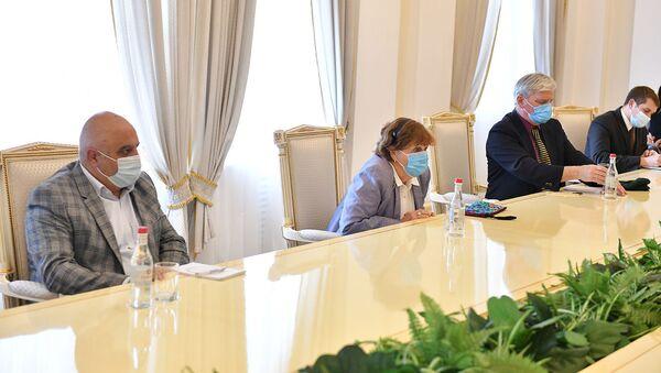 Президент Армен Саркисян встретился с членом Палаты лордов Великобритании и Северной Ирландии, баронессой Керолайн Кокс (12 ноября 2020). Еревaн - Sputnik Армения