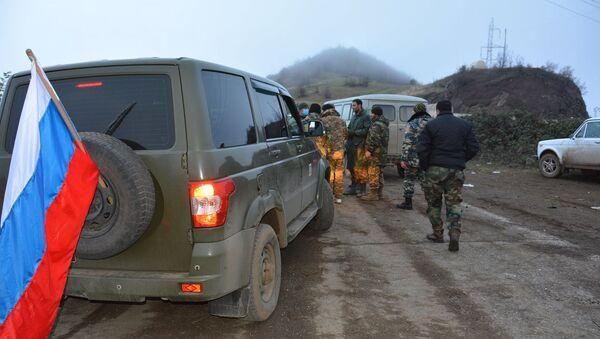 ГСЧС Карабаха при содействии российских миротворцев и МККК осуществляет обмен телами солдат  - Sputnik Արմենիա