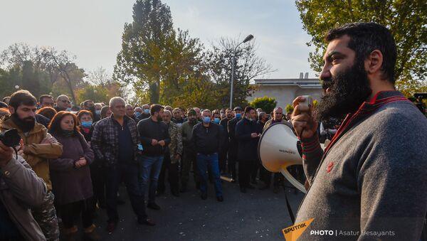 Активист партии Адекват Артур Даниелян (15 ноября 2020). Еревaн - Sputnik Արմենիա