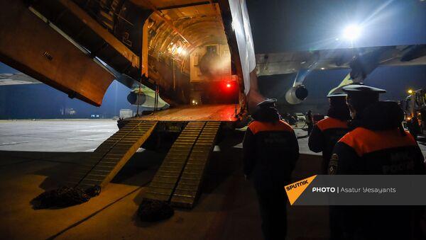 Спецборт авиации МЧС России с аэромобильным госпиталем приземлился в Ереване (15 ноября 2020). Армения - Sputnik Армения
