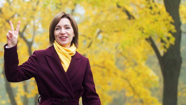 Кандидат в президенты, экс-премьер, лидер партии Действие и солидарность Майя Санду идет на голосование (15 ноября 2020). Кишинев - Sputnik Արմենիա