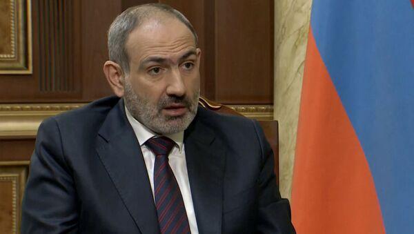 Премьер-министр Никол Пашинян отвечает на вопросы журналистов в режиме онлайн пресс-конференции (16 ноября 2020). Еревaн - Sputnik Армения