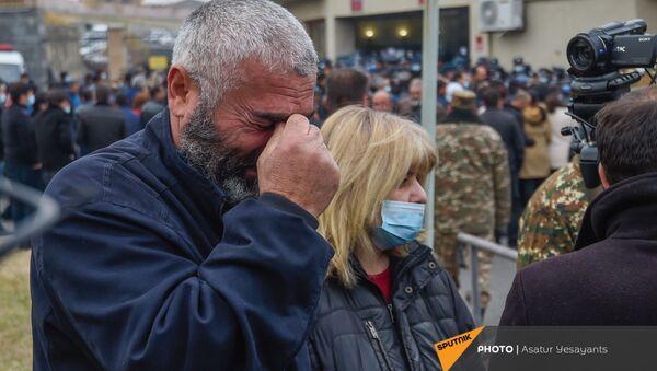 Акция протеста родителей солдат пропавших без вести у здания Минобороны (16 ноября 2020). Еревaн - Sputnik Армения
