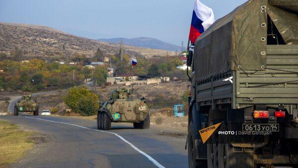 Колонна российских миротворцев направляется к монастырскому комплексу Дадиванк (16 ноября 2020). Карабах - Sputnik Армения