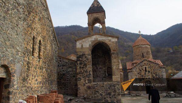 Российские миротворцы у монастырского комплекса Дадиванк (16 ноября 2020). Карабах - Sputnik Արմենիա