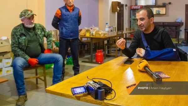 Глава общины Мегри Мхитар Закарян на встрече с гражданами - Sputnik Армения