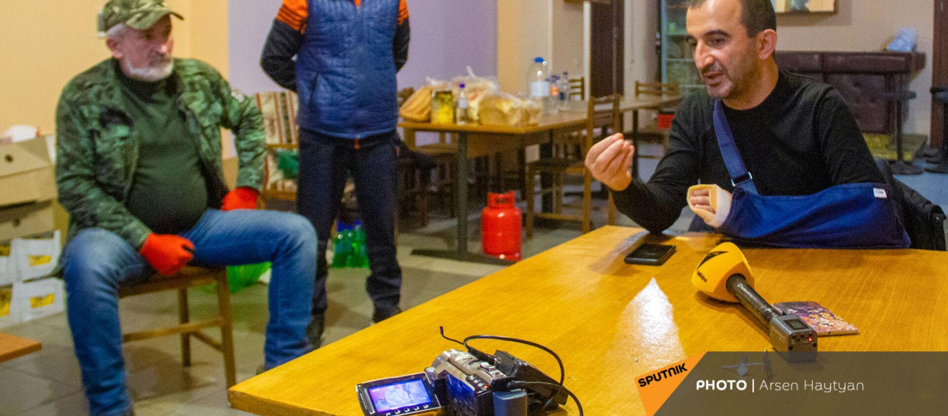 Глава общины Мегри Мхитар Закарян на встрече с гражданами - Sputnik Армения, 1920, 22.04.2021