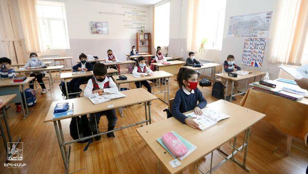 Возобновился учебный процесс в школах и детских садах (16 ноября 2020). Еревaн - Sputnik Արմենիա