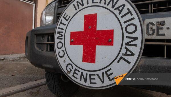 Автомобиль Международного Комитета Красного Креста в Степанакерте - Sputnik Армения