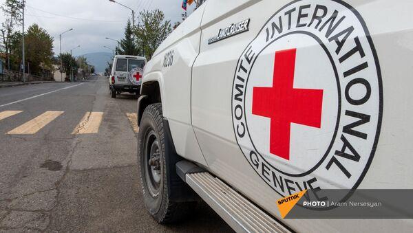 Автомобили Международного Комитета Красного Креста в Степанакерте - Sputnik Армения