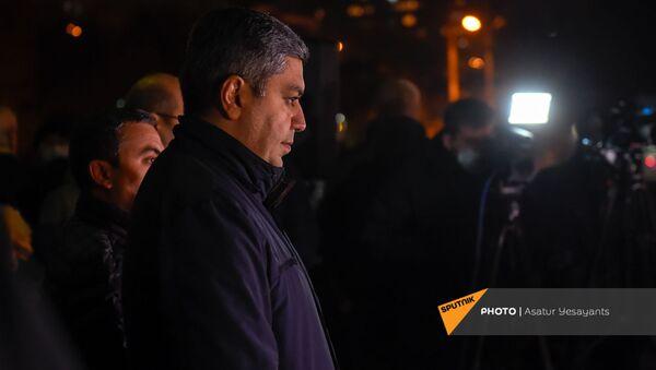 Руководитель партии Отечество Артур Ванецян на митинге оппозиции на площади Свободы (18 ноября 2020). Еревaн  - Sputnik Армения