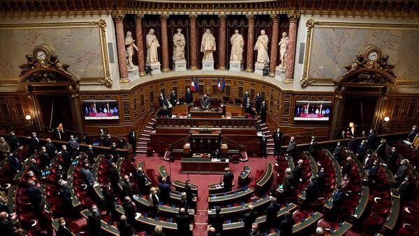 Члены французского Сената во время церемонии в память бывшего президента французского Сената Кристиана Понселе (13 октября 2020). Париж - Sputnik Армения