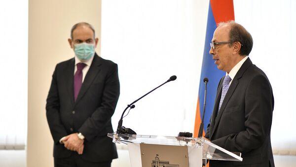Премьер-министр Никол Пашинян представил нового главу МИД Армении Ара Айвазяна (19 ноября 2020). Еревaн - Sputnik Армения