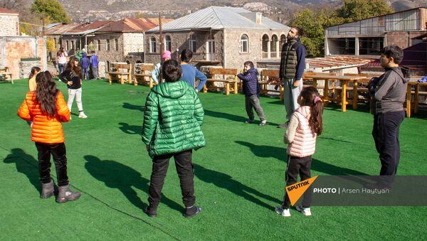 Карабахские дети в отеле в Горисе - Sputnik Армения