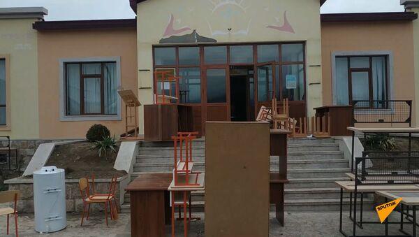 Из школы села Ухтасар Аскеранского района вывозят имущество. - Sputnik Արմենիա