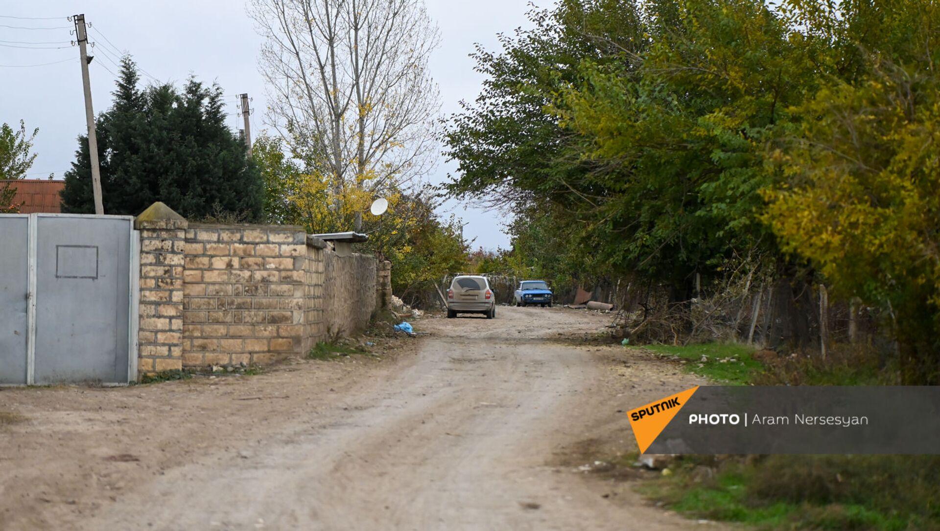 Жители села Угтасар Аскеранского района Карабаха покидают свои дома перед сдачей территорий азербайджанской стороне (19 ноября 2020). Карабах - Sputnik Արմենիա, 1920, 10.08.2021