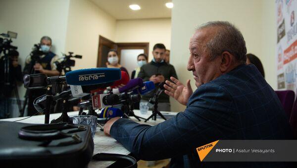 Пресс-конференция бывшего главы Генштаба Вооруженных Сил Армении Мовсеса Акопяна (19 ноября 2020). Еревaн - Sputnik Армения