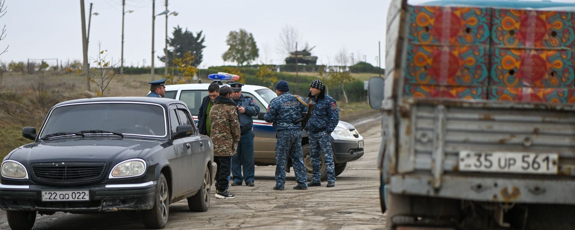 Блокпост полиции на дороге Степанакерт-Мартакерт в Аскеранском районе (20 ноября 2020). Карабах - Sputnik Армения, 1920, 26.08.2021