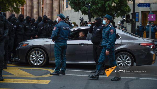 Акция протеста на площади Республики против действующего правительства (20 ноября 2020). Еревaн - Sputnik Армения