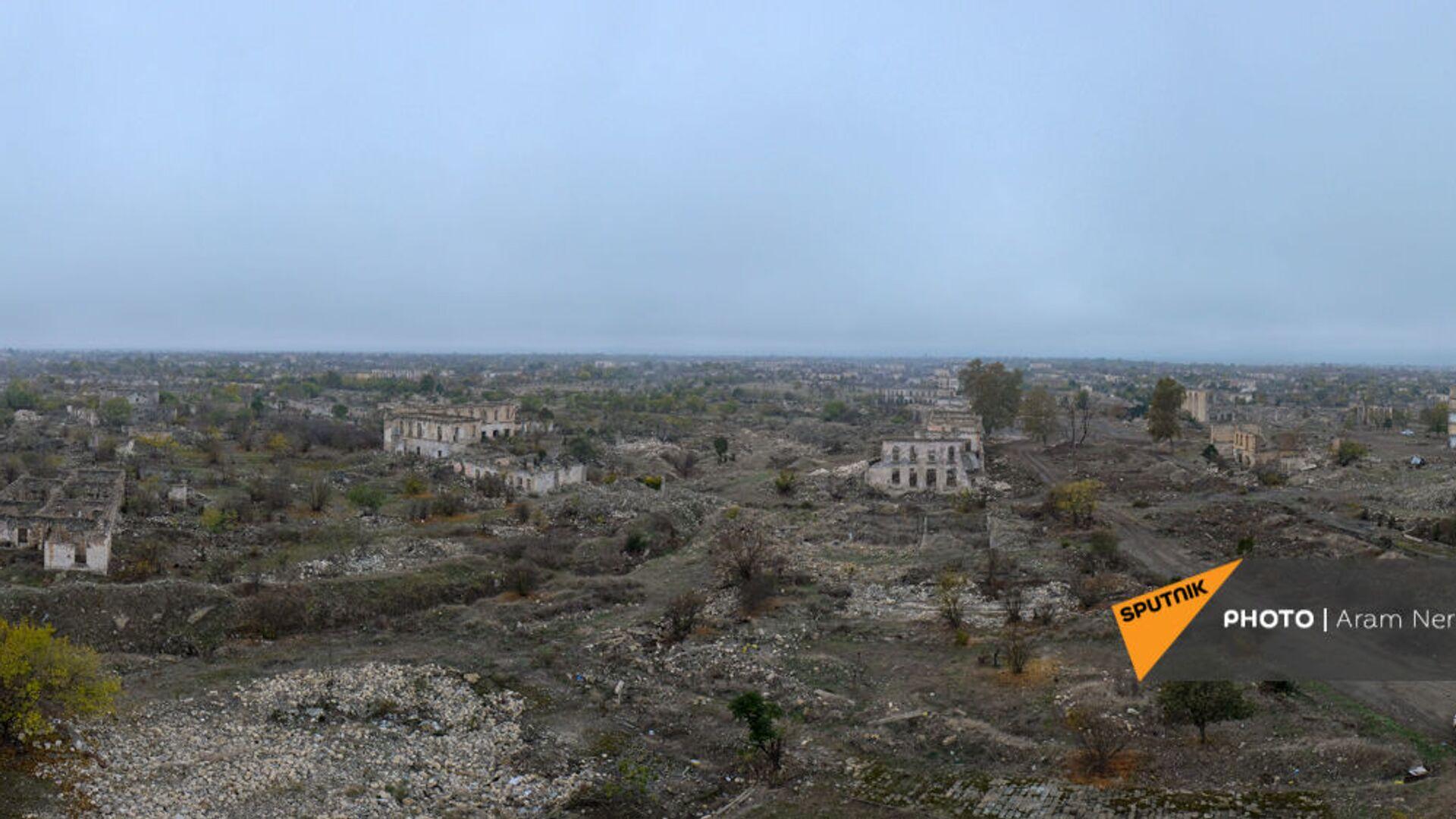 Агдам перед сдачей территорий азербайджанской стороне (19 ноября 2020). Карабах - Sputnik Արմենիա, 1920, 21.09.2021