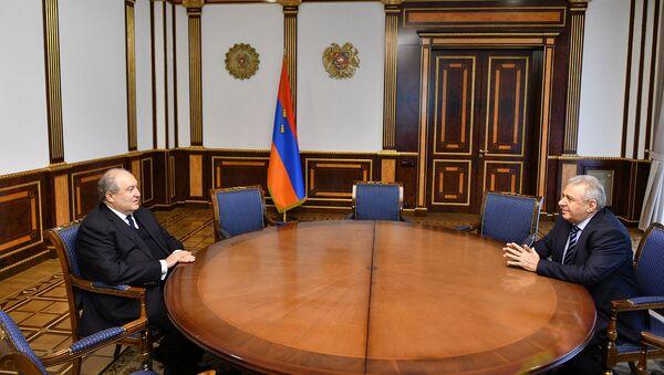 Президент Армен Саркисян принял новоназначенного Министра обороны Вагаршака Арутюняна (20 ноября 2020). Еревaн - Sputnik Армения