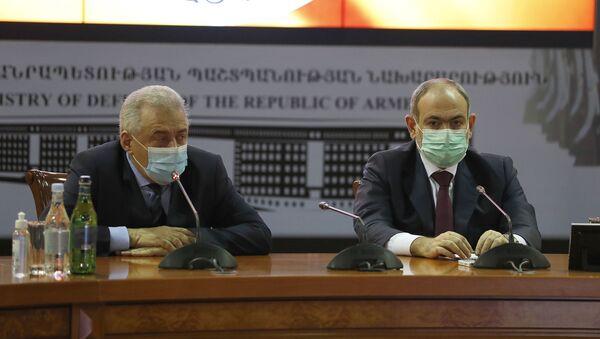 Премьер-министр Никол Пашинян представил высшему офицерскому составу МО и ГШ нового министра Вагаршака Арутюняна (21 ноября 2020). Еревaн - Sputnik Արմենիա